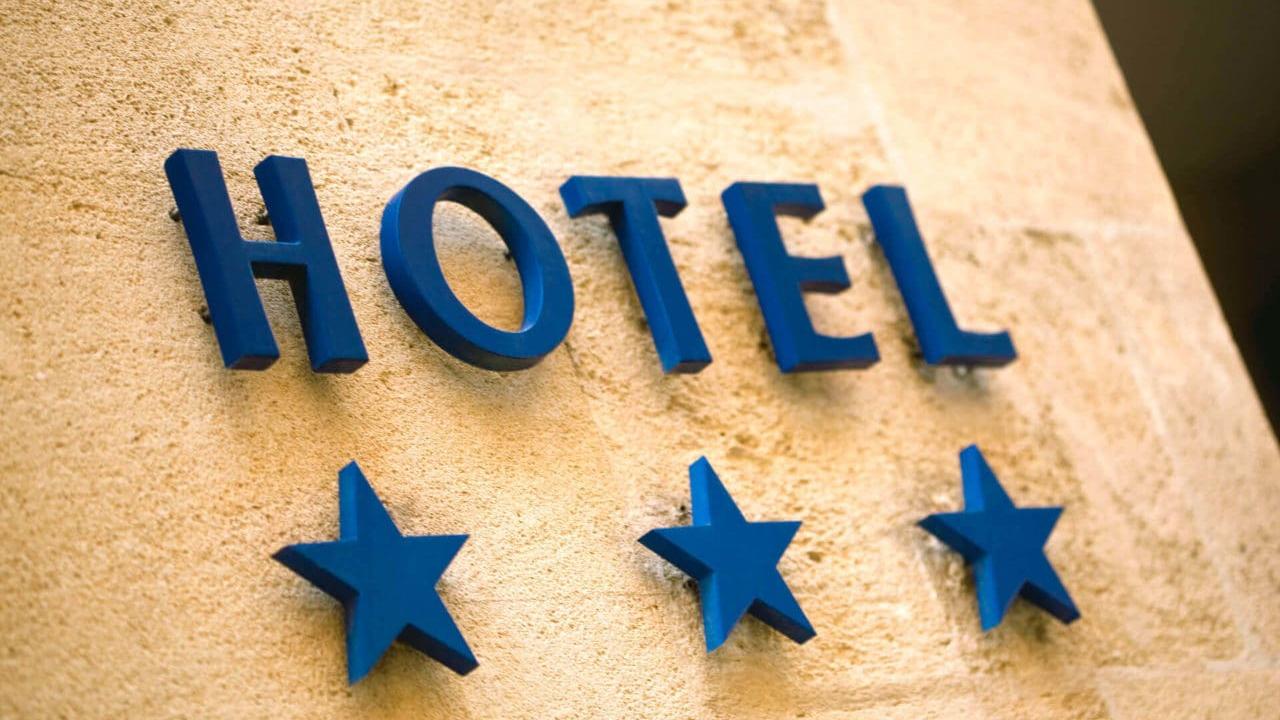 Letreiro do hotel